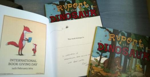 Illustrator Karl Newson, UK, gives books to the first 3 families he spots on International Book Giving Day 2014.
