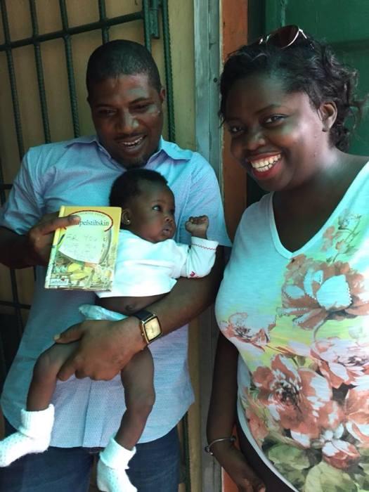 NIGERIA: 1Child1Book gifting books in Lagos.
