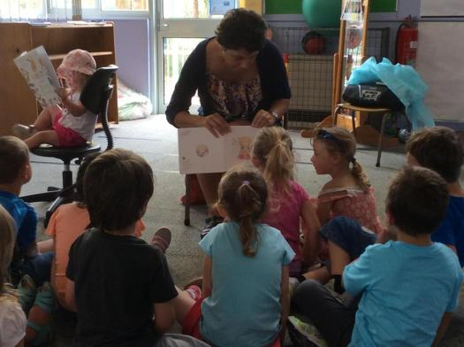 AUSTRALIA: Itty Bitty Book Van